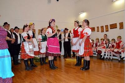 Tradíciu čistenia a otvárania studničiek v Dome tradičnej kultúry Gemera priblížila folklórna skupiny Bystränky z Rožňavského Bystrého