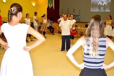Podoby tanca vo Vlachove zaujali skúsenejších folkloristov i začiatočníkov