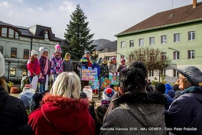 Revúcej dominujú vianočné trhy, výstava kolekcií i večer s Mikulášom