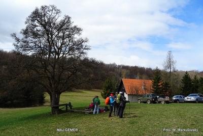 Túra zo Slavca do Kružnej cez Plešiveckú planinu turistov osviežila