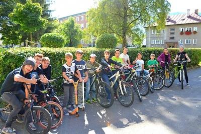 U Zocháčov bicykluje a športuje celá škola