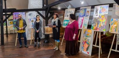 Mladí umelci výtvarných odborov ZUŠ novohradského a gemersko-malohontského regiónu vystavujú v Revúcej