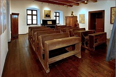 Zvedavosť a záujem o Múzeum Prvého slovenského gymnázia v Revúcej láka mnohé školy, ale aj turistov