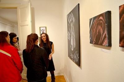Slušné dievčatá sa nepozerajú - z cyklu výstav súčasného umenia Rožňavské radiály 4