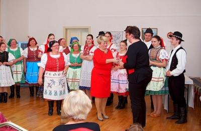 """V programe """"Pred svadbó vGenšu"""" v Dome tradičnej kultúry Gemera v Rožňave sa prestavila FSk Genšenky"""
