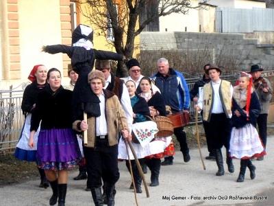 Odchádzajúce zvyky a obyčaje spoločne s bystränskými piesňami pripomínajú mladým, ale i starším spoluobčanom dávne tradície