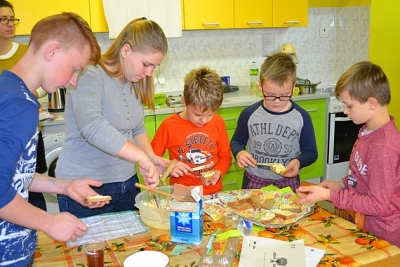 Spolu so žiakmi, pani učiteľkami, pani kuchárkou a s rodičmi sme sa pozreli na to, čo je to jedlá zmena