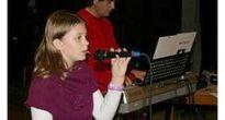 V Hnúšti prostredníctvom žiakov z Gemera-Malohontu zaznejú populárne piesne v súťaži  Hviezdička
