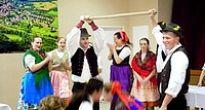 """Veselé """"párašky"""" v Rožňavskom Bystrom zaujali nielen hostí"""