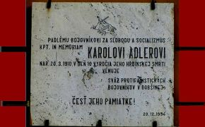 Karolovi Adlerovi našli fašisti smrť na konári lipy pred budovou pošty v Dobšinej