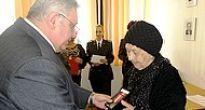 Medzi ocenenými odbojármi aj pani Anna Kotzmanová, najstaršia členka SZPB z Muráňa