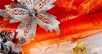 V Gemersko-malohontskom múzeu sa naučíte zhotovovať vianočné ruže z farebného papiera