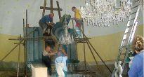 Hlavný oltár z evanjelického kostola v Rožňavskom Bystrom odviezli na jeho rekonštruovanie