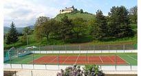 Moderný športový stánok pred dokončením v Krásnohorskom Podhradí