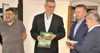 Novú knihu MURÁŇ – ĽUDIA AHORY ihličím pokrstil starosta obce Ing. Roman Goldschmidt