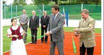 Pavol Paška slávnostne prestrihol pásku na ihrisku pod Krásnohorským hradom