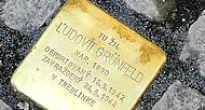 Pamätný kameň zmiznutých vsadili do chodníka aj v Ratkovej