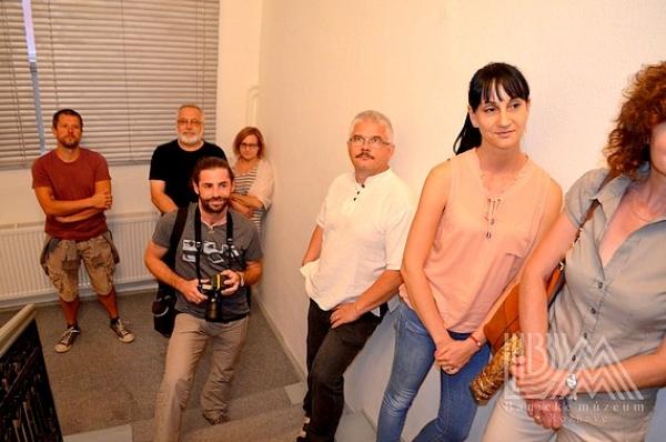 V Galérii Baníckeho múzea v Rožňave sa uskutočnila vernisáž výstavy intermediálnej umelkyne Anny Daučíkovej