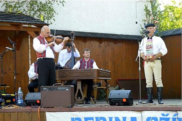 Čiernolehotskí matičiari v Drienčanoch navštívili program Dedina ožíva 2016
