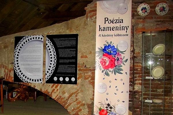 Výstava Poézia kameniny sa prezentuje v Jelšave