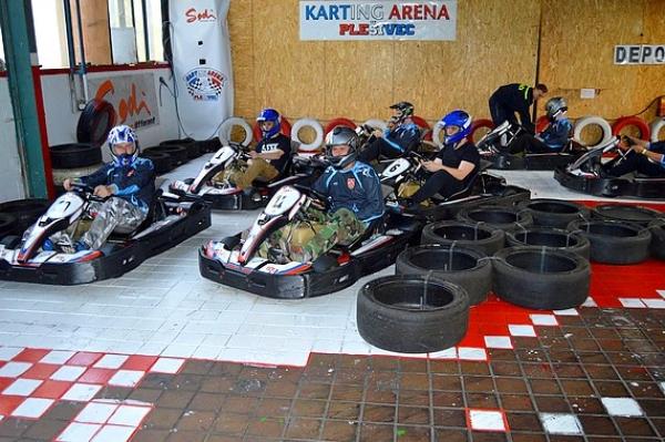 Karting aréna v Plešivci bola miestom pretekov motokár pre dobrovoľných aj profesionálnych hasičov Fire-Kart cup