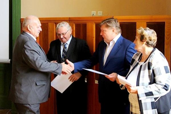 Na stretnutí vedenia KSK so zástupcami okresných organizácii Jednoty dôchodcov Slovenska ocenili desiatich seniorov