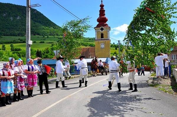 Folklórna skupina Radzim z Vyšnej Slanej 1. júna vráti čas v GOS v Rožňave na päťdesiaty deň po Veľkonočnej nedeli