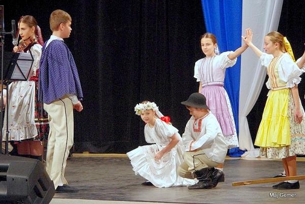 V Hnúšti organizovali regionálnu súťažnú prehliadku choreografií detských folklórnych súborov pod názvom Zlatá strunka