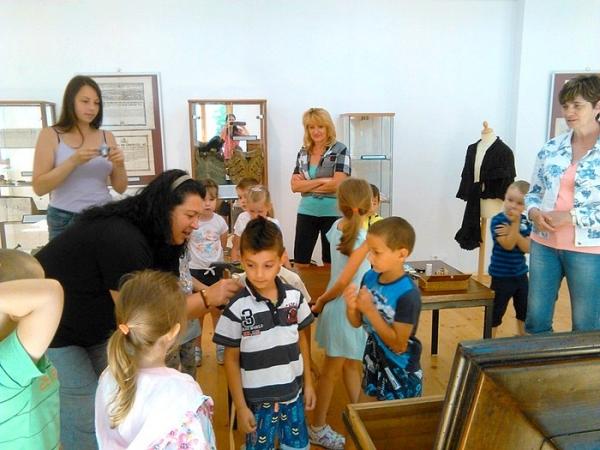 Galerijno-pedagogická hodina k výstave Od ihly po šijací stroj