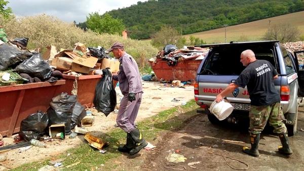 Spoločne za čistú Muránku brigádovali aj dobrovoľní jelšavskí hasiči