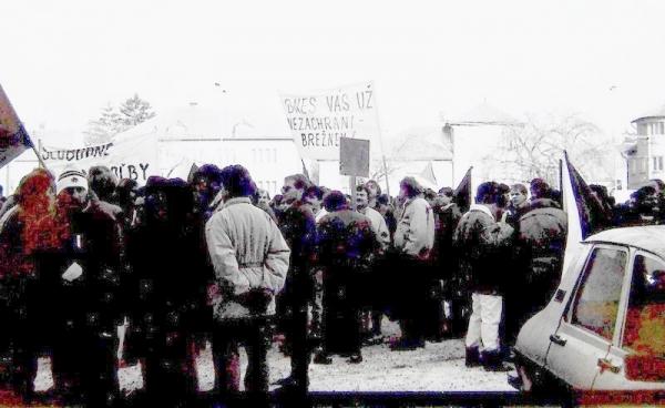 Súbor dobových fotografií zachytáva revolučné udalosti roku 1989  v Rimavskej Sobote