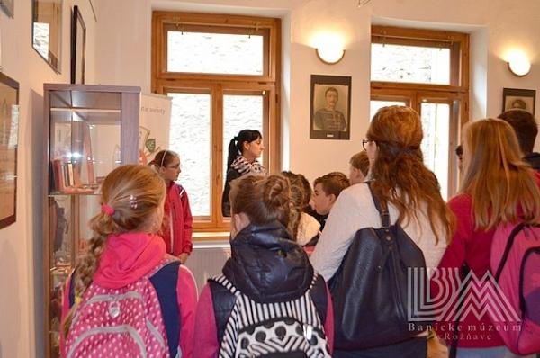 Zaujímavá múzejno-pedagogická hodina kvýstave Faleristika pre každého