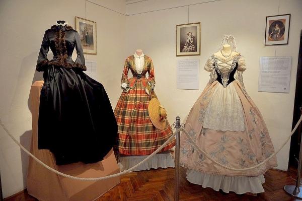 Šaty a kostýmy cisárovnej Alžbety na výstave Vaše veličenstvo Sisi