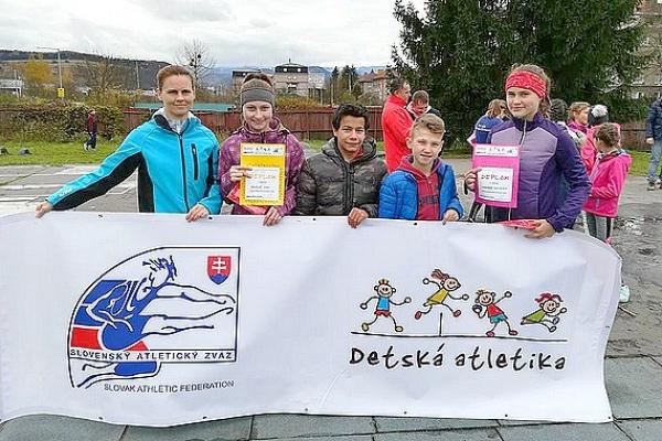 Revúckí mladí atléti postupujú do Šamorína na celoslovenské finále Detskej atletiky
