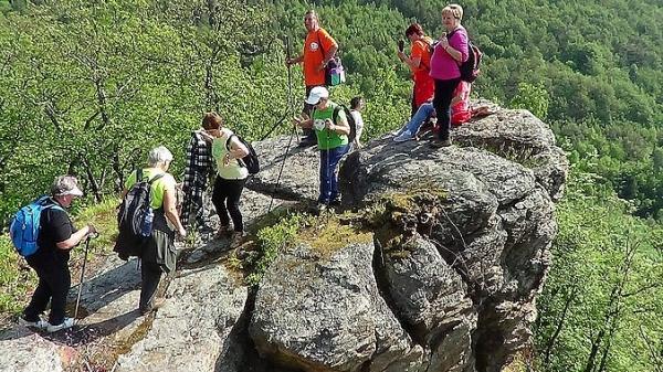 Seniori rožňavského okresu s veľkým nadšením dokázali v Rudnej zdolať turistické trasy