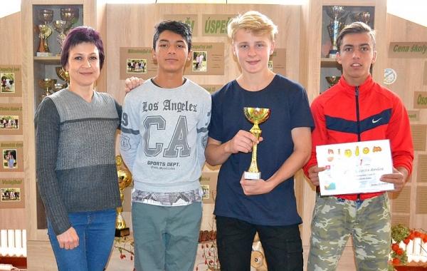 Na stolnotenisovom turnaji v Revúcej spoznali víťazov zo ZŠ I. B. Zocha