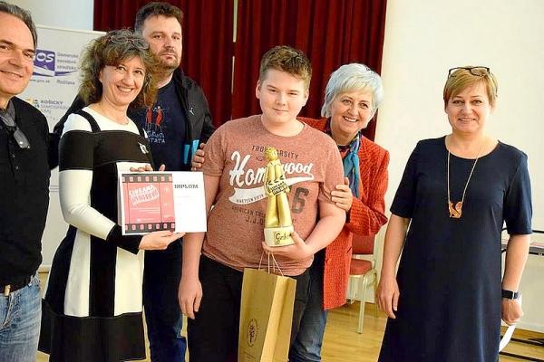 Víťazi Krajskej súťaže a prehliadky amatérskej filmovej tvorby si odnášali z Rožňavy originálnu sošku Goskara