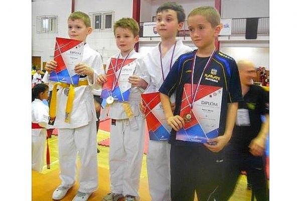 Z Košíc si mladí revúcki karatisti odviezli 3 medaile bronzového lesku