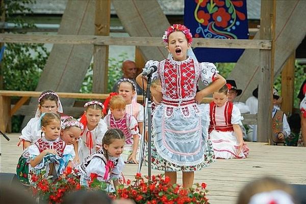 Detské folklórne súbory predstavia svoje programy v rámci okresnej súťažnej prehliadky Ket som húski pásla...
