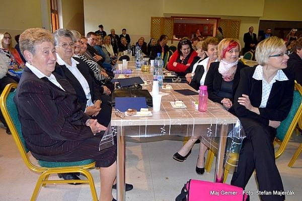 Majáles spojený s oslavou Dňa matiek prizdobený dôstojným programom potešili Vlachovčanov