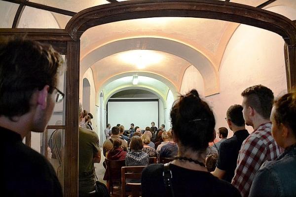 Pozvanie na prednášku prof. Emila Višňovského do Kultúrno-kreatívneho centra Kláštor na Námestí baníkov v Rožňave