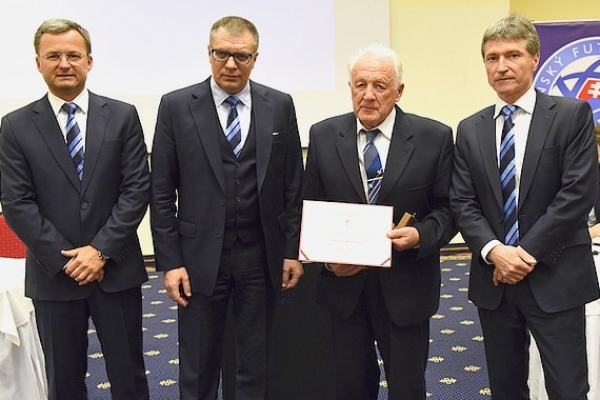 Zlatý odznak SFZ si prevzal aj bývalý aktívny futbalista a funkcionár Ondrej Mladší z Revúckej Lehoty