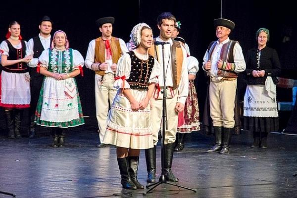 Uvili nám jednu obrovskú kyticu ľudových obyčají, tradícií a remesiel opradených  spevom i tancom folklórneho Gemera