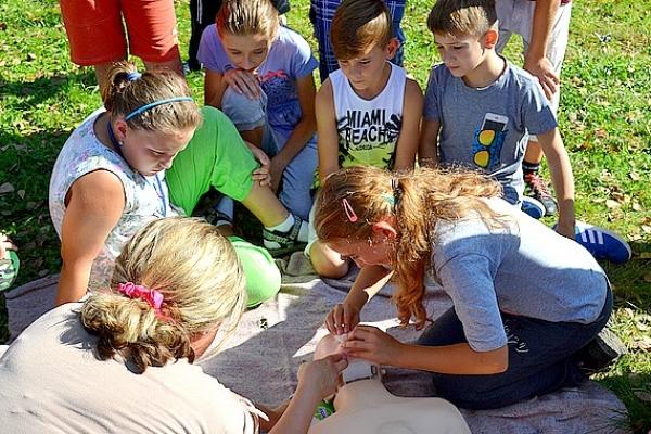 Cvičením vprírode pripomenuli si Svetový deň prvej pomoci