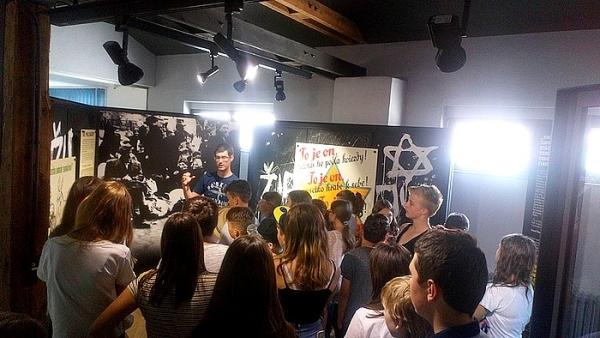 Žiaci ZŠ J. A. Komenského navštívili Múzeum holokaustu v Seredi