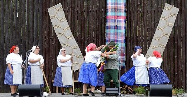 U nás taká obyčaj... s folklórnou skupinou Bučina z Pače o jarných prácach na dedine