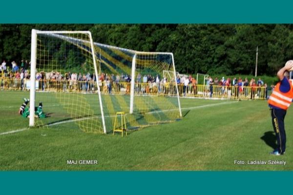 V štvrtej futbalovej lige skupiny JUH o jej víťazovi sa stále nerozhodlo