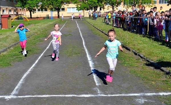 Na ZŠ I. B. Zocha v Revúcej aktivizovala Malá atletická olympiáda žiakov prvého stupňa
