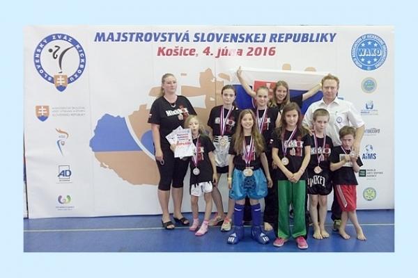 Na Majstrovstvách SR v kickboxe v Košiciach získalo družstvo Kickbox Leon Revúca dvanásť medailí