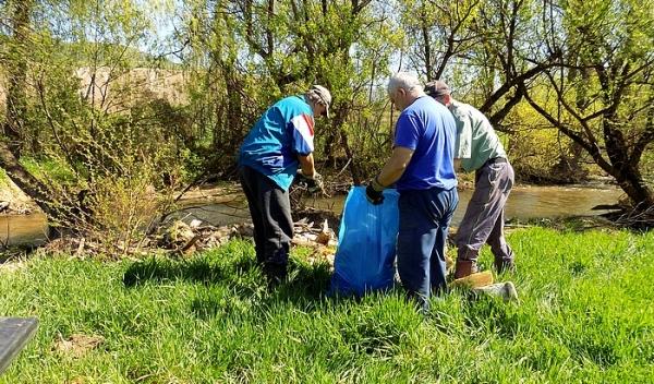 Jelšavčania čistili rieku Muráň od komunálneho odpadu